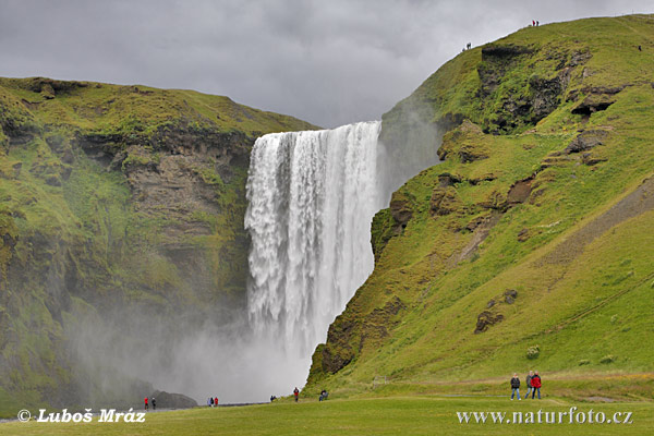 Skogafoss waterfall (IS)